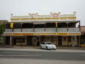 Small town hotel - Molong pub