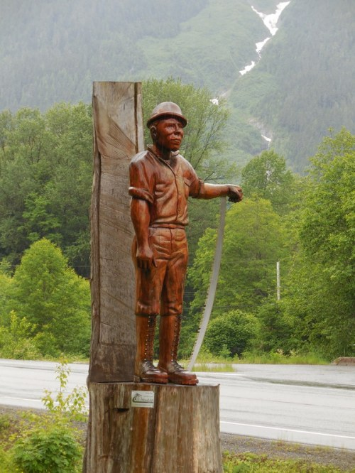 Forset worker monument 1