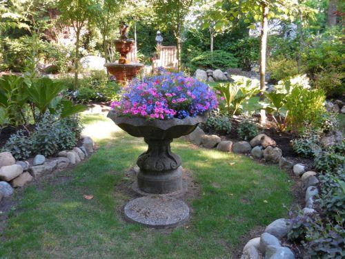 Jingle Pot garden 1