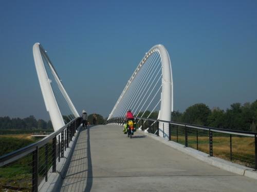 White Taco bridge in Salem 1