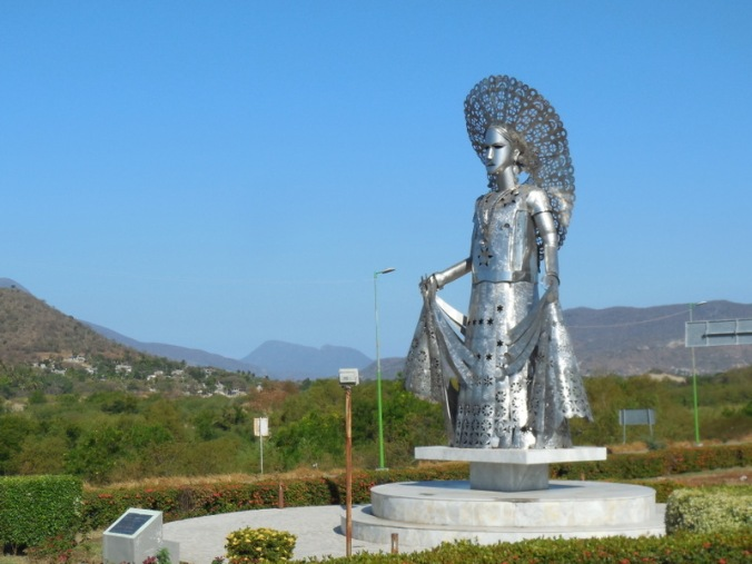 Steel lady in Tehuantepec 2