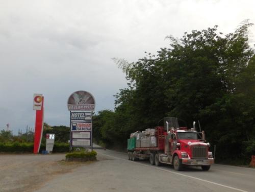Hotel Botija on the highway 3
