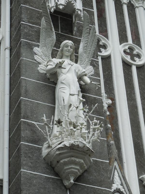 Las Lajas church statue 1