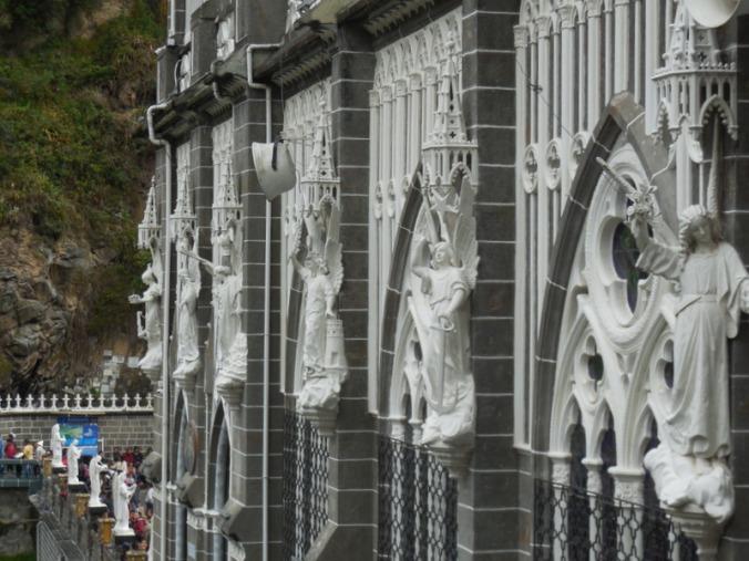 Las Lajas church statues