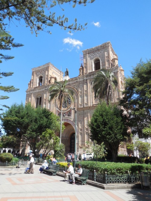 Cuenca church outside 2
