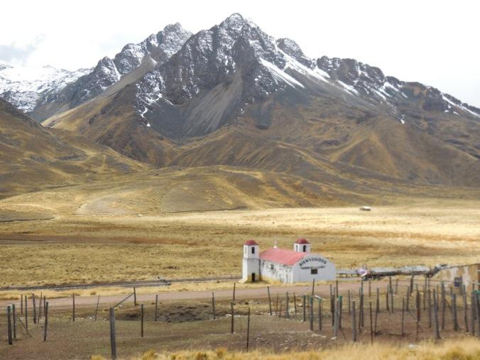 Abra la Raya Pass church