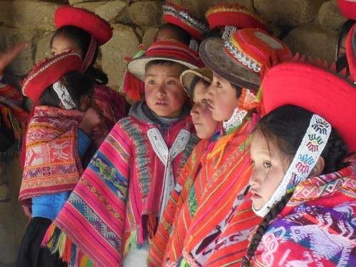 Machu Picchu - indigenous kids 16