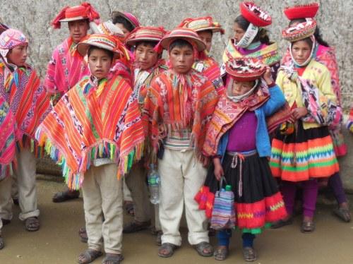 Machu Picchu - indigenous kids 18