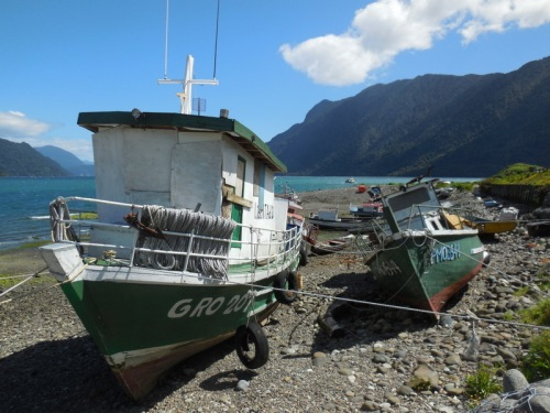 Hornopirén boats 3